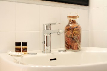 24_bathroom_amenities_0816