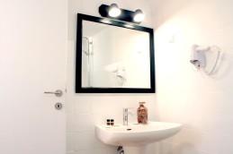 25_bathroom_0829