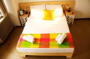 6_bed_with_light