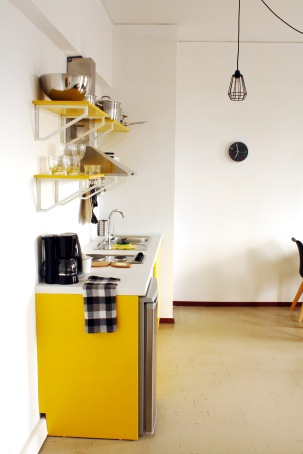 yellow_kitchen2