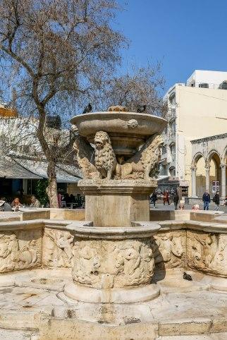 12_4_lions_square